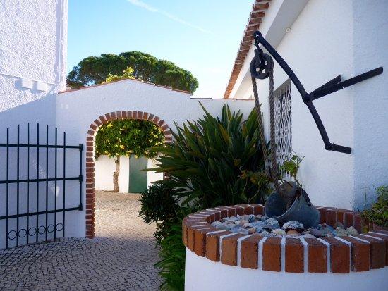 Sollagos Apartamentos Turisticos: Red brick archway