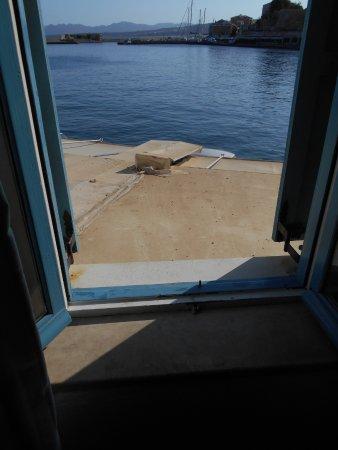 Amphora Hotel: Vue sur le port