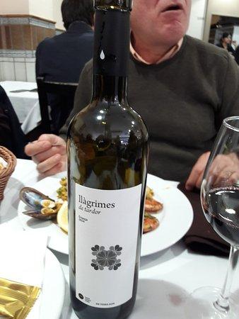 Castellar del Vallès, España: El vino.Muy bueno.Llágrimas de tardor,tinto,crianza.