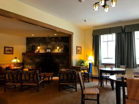 Longmire, WA: Inn and restaurant