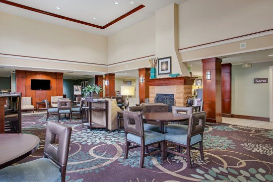Staybridge Suites Chattanooga Downtown: Hotel Lobby