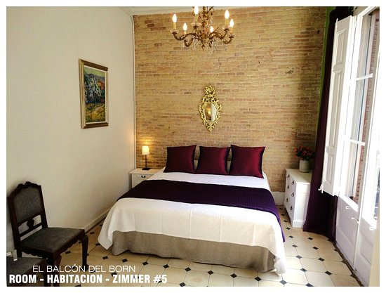 El Balcon del Born: Room #5: King Size Bed  or Twin Beds + Balcony and Shared Bathroom =95€ per night