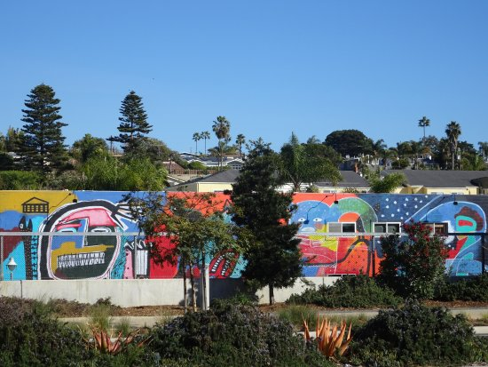 Cedros Design District: Huge mural between the path and the district
