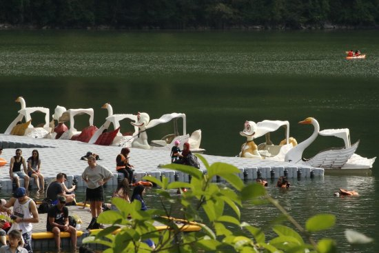 Lake of the Pregnant Maiden : Swan pedalos