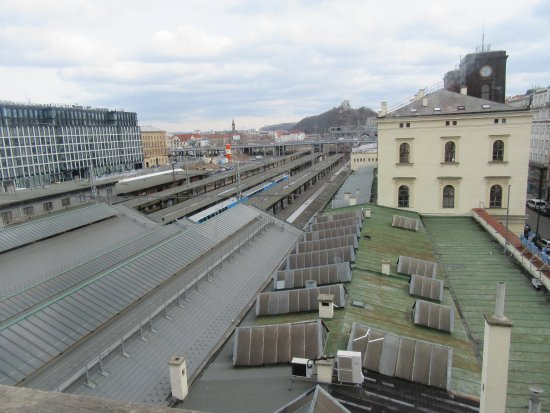 Hotel City Inn: View over the railway station