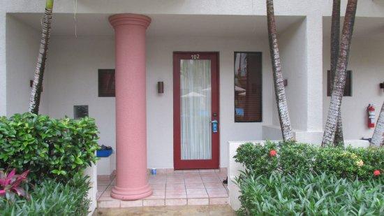 Las Sirenas Hotel & Condos: Lower Level Unit