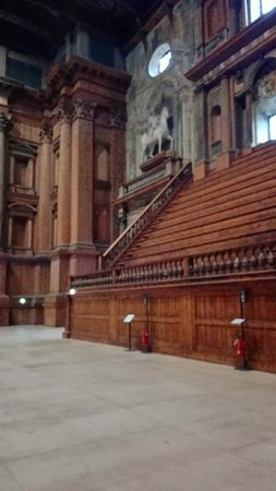 Teatro Farnese: οι θεσεις των θεατων