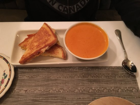McCloud, CA: Grilled cheese & tomato soup