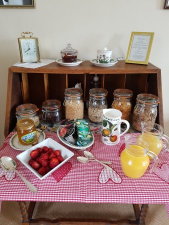 Helperby, UK: A selection of cereals, fresh fruit and yogurts followed by a cooked breakfast of your choosing.