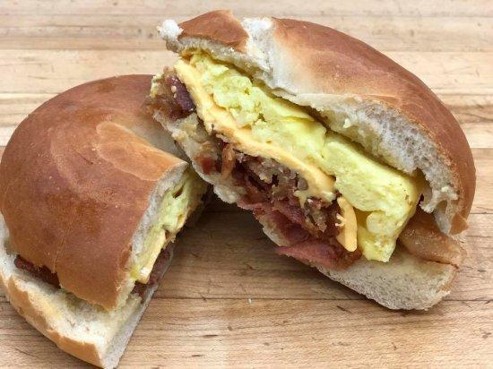 แคนัสโตตา, นิวยอร์ก: Breakfast Sandwiches made fresh daily
