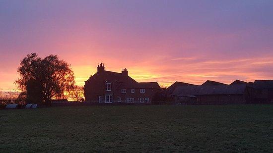 Helperby, UK: Sunset at Burton Grange.