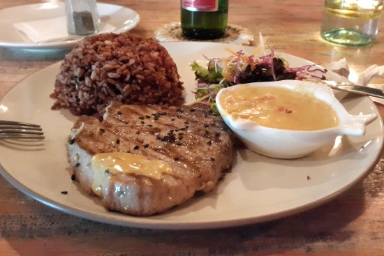 Moana Fish Eatery: exellent tuna steak with delicious souce
