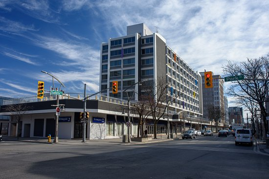 Sunbridge Hotel & Conference Centre Downtown Windsor: Exterior of the Hotel