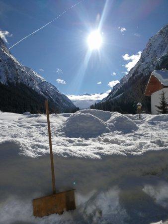 St. Leonhard im Pitztal, Austria: Blick von der Terrasse zur Wildspitze