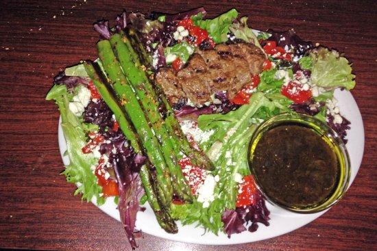 Maryville, IL: Que Sera Syrah salad was excellent
