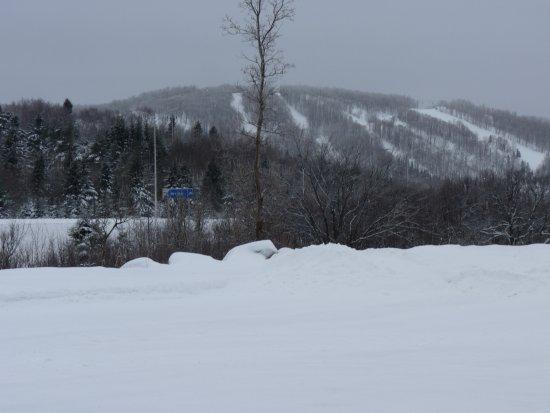 Saint-Faustin-Lac-Carre, Kanada: Vue sur le centre de ski Mont-Blanc