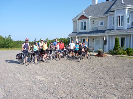 Saint-Faustin-Lac-Carre, Kanada: Groupe de cyclistes. Piste cyclable à proximité de l'hôtel.