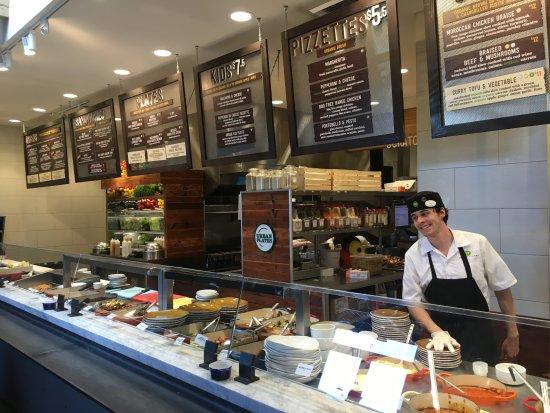 Aliso Viejo, كاليفورنيا: Urban Plates: fresh food, friendly service, priced right
