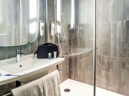 Crêches-sur-Saône, France : Guest room