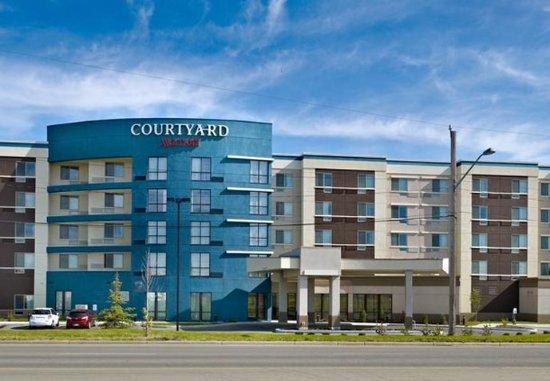 Courtyard Edmonton West: Exterior