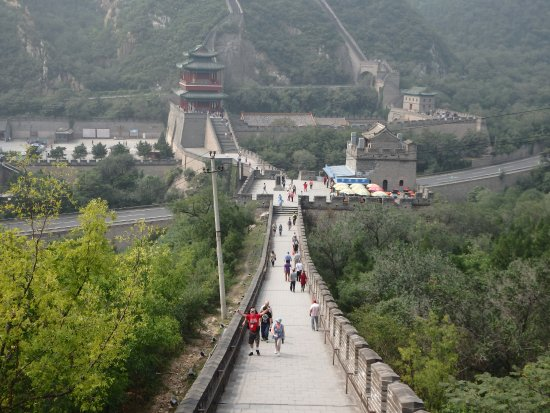 Juyong Pass of Great Wall : looking down at the middle section and car park