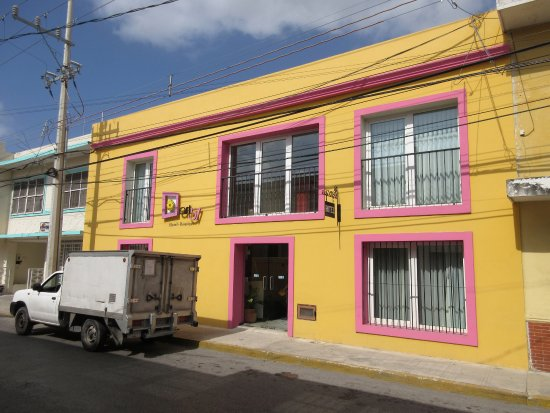 Koox Art 57 Boutique Hotel: Front of hotel-it is a small hotel