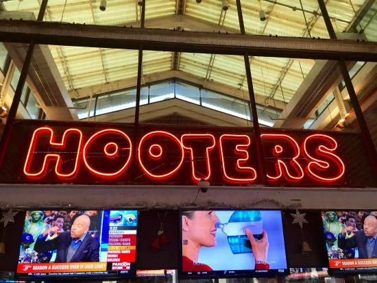 Hooters of Bayside: Hooters