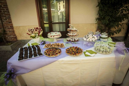 San Francesco al Campo, Italia: dolci misti