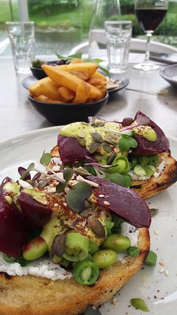 Snells Beach, New Zealand: Feta and beetroot bruschetta