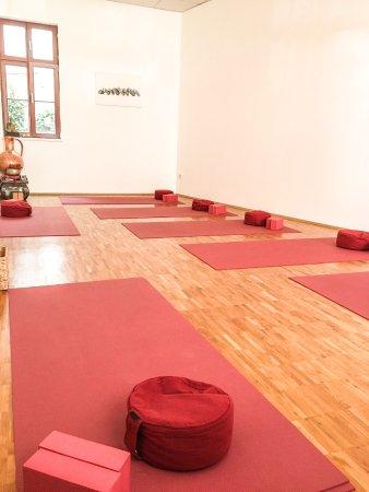 das bewegte haus zentrum f r yoga ganzheitliches leben. Black Bedroom Furniture Sets. Home Design Ideas