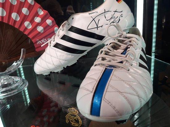 088e6eceb Le scarpe di CR7 - Picture of Real Madrid Official Store Barcelona ...