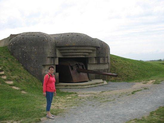 Longues-sur-Mer, Francia: Bunker avec son canon.