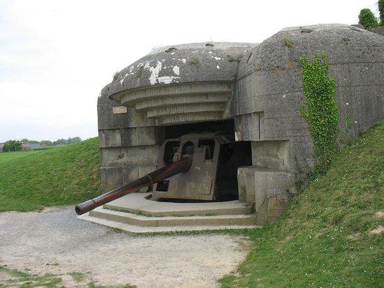 Longues-sur-Mer, Francia: Bunker et son canon.