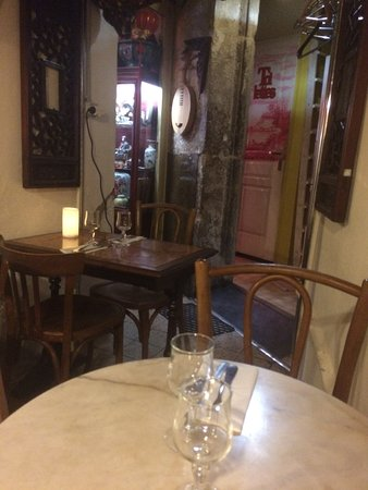 restaurant petit grain dans lyon avec cuisine asiatique. Black Bedroom Furniture Sets. Home Design Ideas
