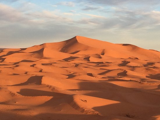 Hotel Kasbah Mohayut: Dawn view from on top of the dunes