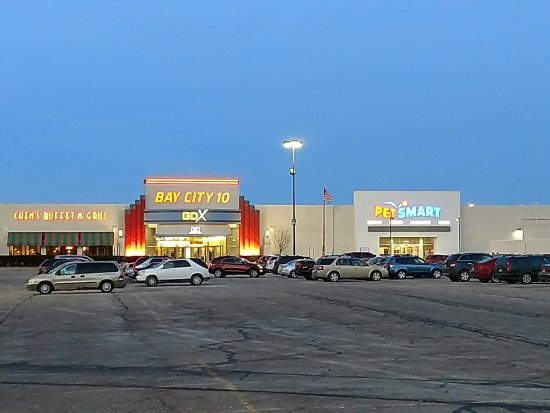 Bay City 10 GDX and PetSmart Entrances