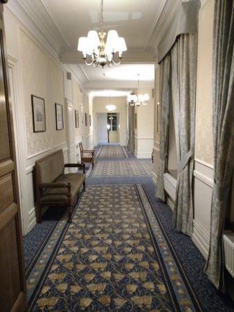 Hotel Chateau Tilques: Couloir étage chambre