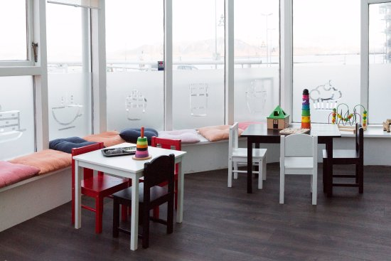 Arna: a warm  relaxing atmosphere with a separate section designed for children.