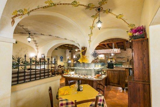 Decorazioni Per Soffitti A Volta : Decorazioni floreali sui soffitti a volta picture of la rosa dei