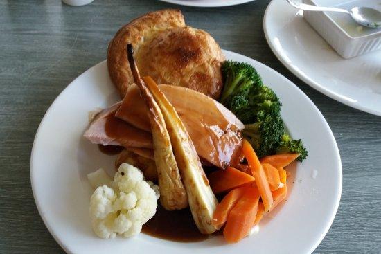 Brackley, UK: Sunday roast - gammon