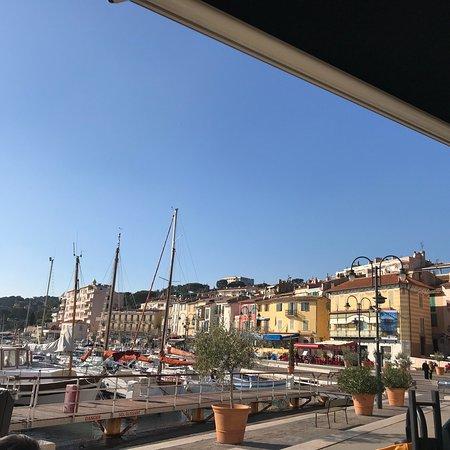 Le Grand Bleu Cassis Restaurant