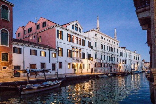 Hotel heureka 2018 prices reviews venice italy for Design boutique hotel venice