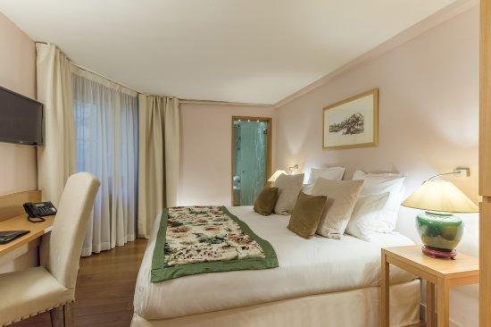hotel pas de calais paris france reviews photos. Black Bedroom Furniture Sets. Home Design Ideas