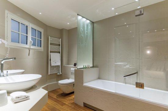 hotel pas de calais paris fransa otel yorumlar ve fiyat kar la t rmas tripadvisor. Black Bedroom Furniture Sets. Home Design Ideas