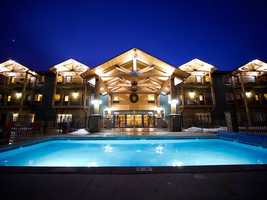 Cadillac, MI: Slope-side Lodge with 36-room hotel