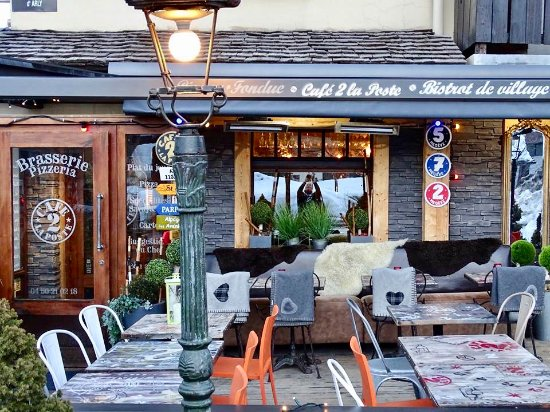 la terrasse plein sud picture of le cafe 2 la poste megeve tripadvisor. Black Bedroom Furniture Sets. Home Design Ideas
