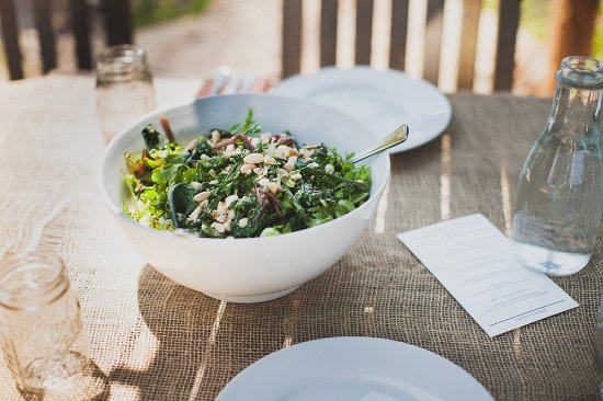 Blooming Grove, Νέα Υόρκη: A big bowl of salad at an event