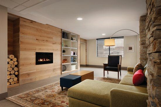 Country Inn & Suites by Radisson, Erlanger, KY - Cincinnati Airport: Living Room with FirePlace