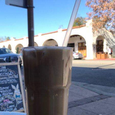 Ojai, CA: Vanilla Iced Latte... perfect to sit outside with and watch the world go by on this lovely day