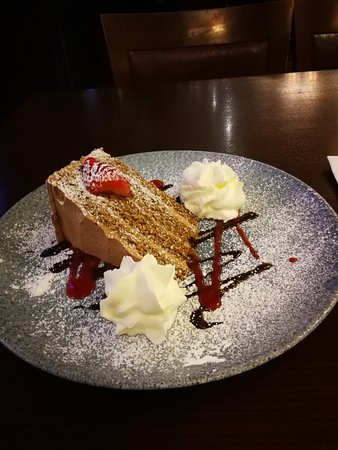 Cassidys Hotel: cappucino cake & a cup of coffe in groomes bar at cassidys